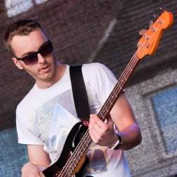 gitara basowa; Kamil Pełka; zespół muzyczny poznań, Wrocław, Zielona Góra; Aby Do Rana;